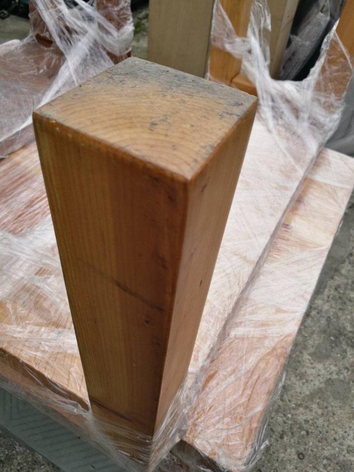 木頭桌椅一組
