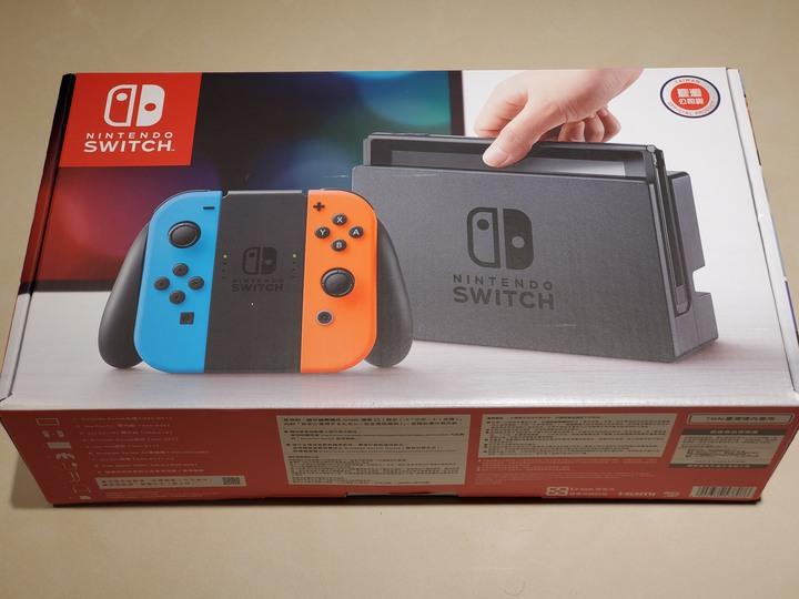 二手 9.9成新 Switch 單主機 已貼保護貼 少玩如新完整盒裝 可面交可店到店