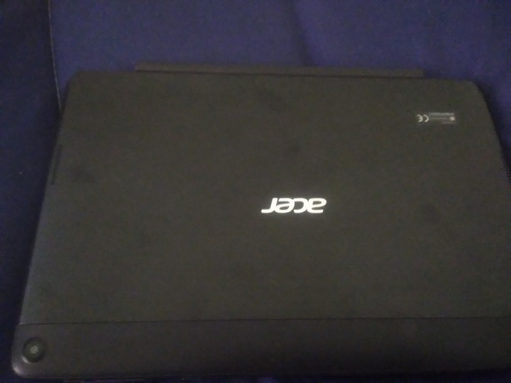 acer One 10 S1003二合一平板