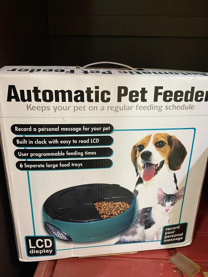 寵物餵食器 automatic pet feeder