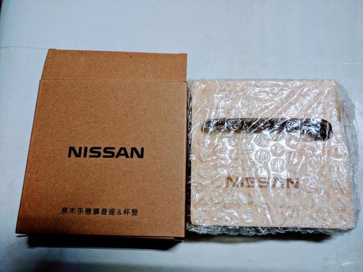 Nissan 日產汽車原木手機擴音座&杯墊 (適用於各平板手機)