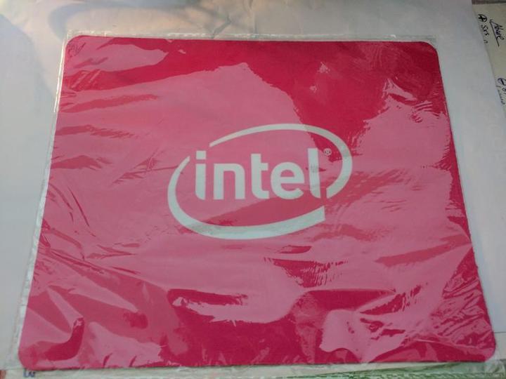 Intel 電競布面滑鼠墊