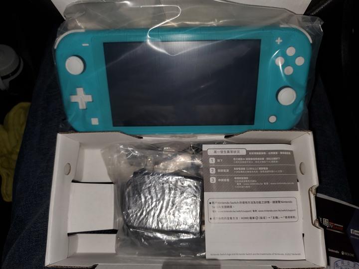 Nintendo Switch Lite + 動物森友會