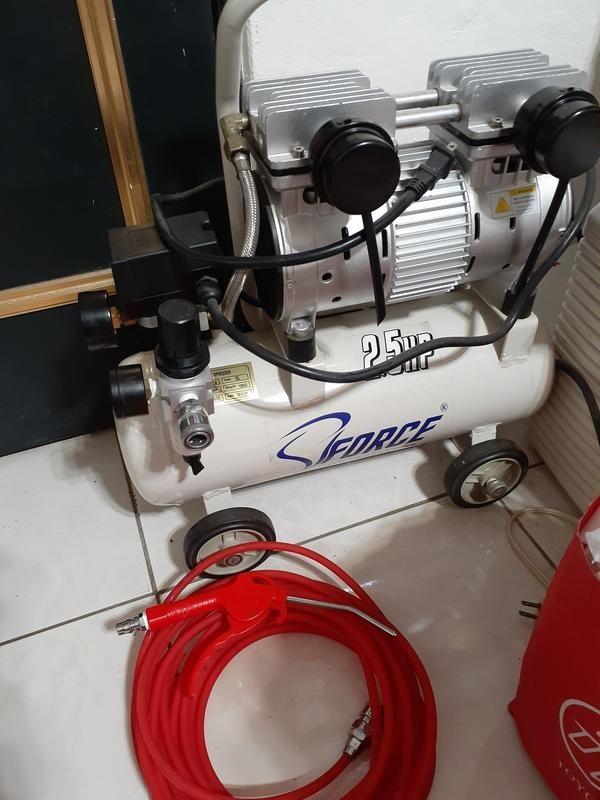 售靜音式2.5HP空壓機一台(含乾燥瓶,跟吹氣管組)